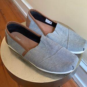 Toms Shoes - EUC TOMS Classic Alpargata Charcoal Chambray